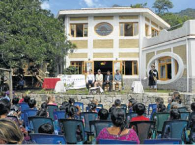 """Escuela Caracol in the newspaper """"Nuestro Diario"""""""