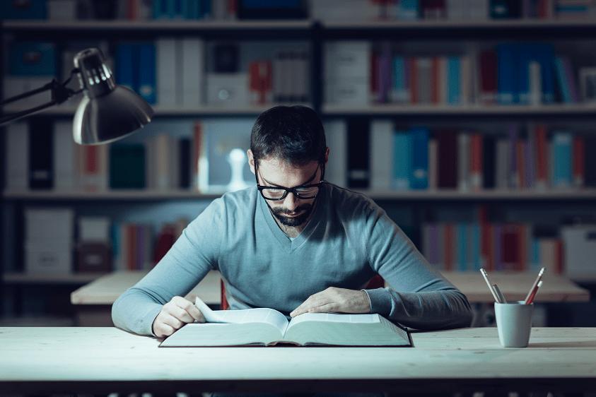 Estudiar y trabajar, 4 tips imprescindibles para no fracasar en tu oposición