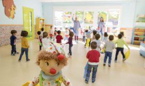 Niños divirtiéndose con Pampito en la Escuela Infantil Booma.