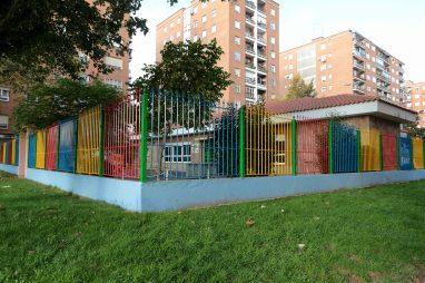Valla exterior de la Escuela Infantil Booma en Calle Capitán Cortés, 9 de Talavera de la Reina
