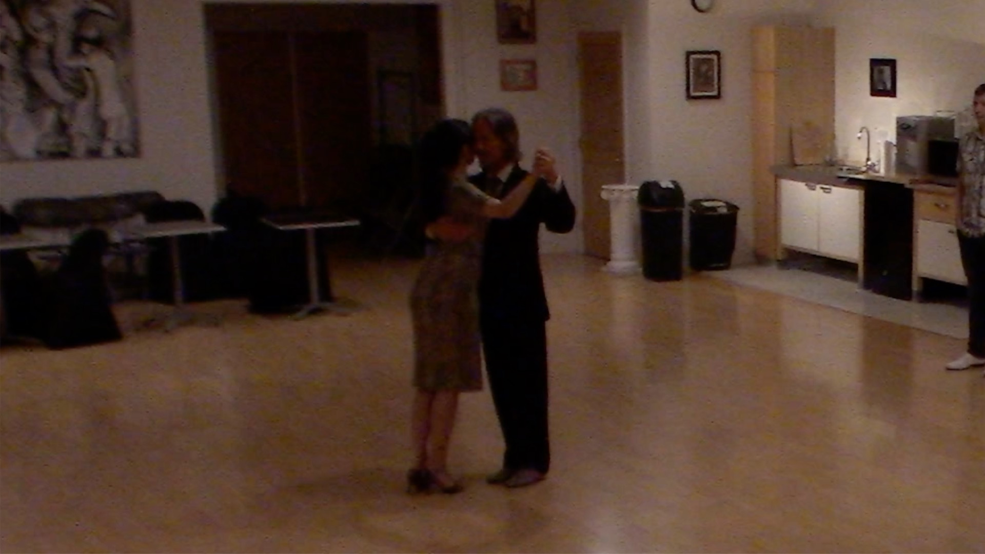 Argentine Tango beginner class with Miranda: crossed system walk backward ocho