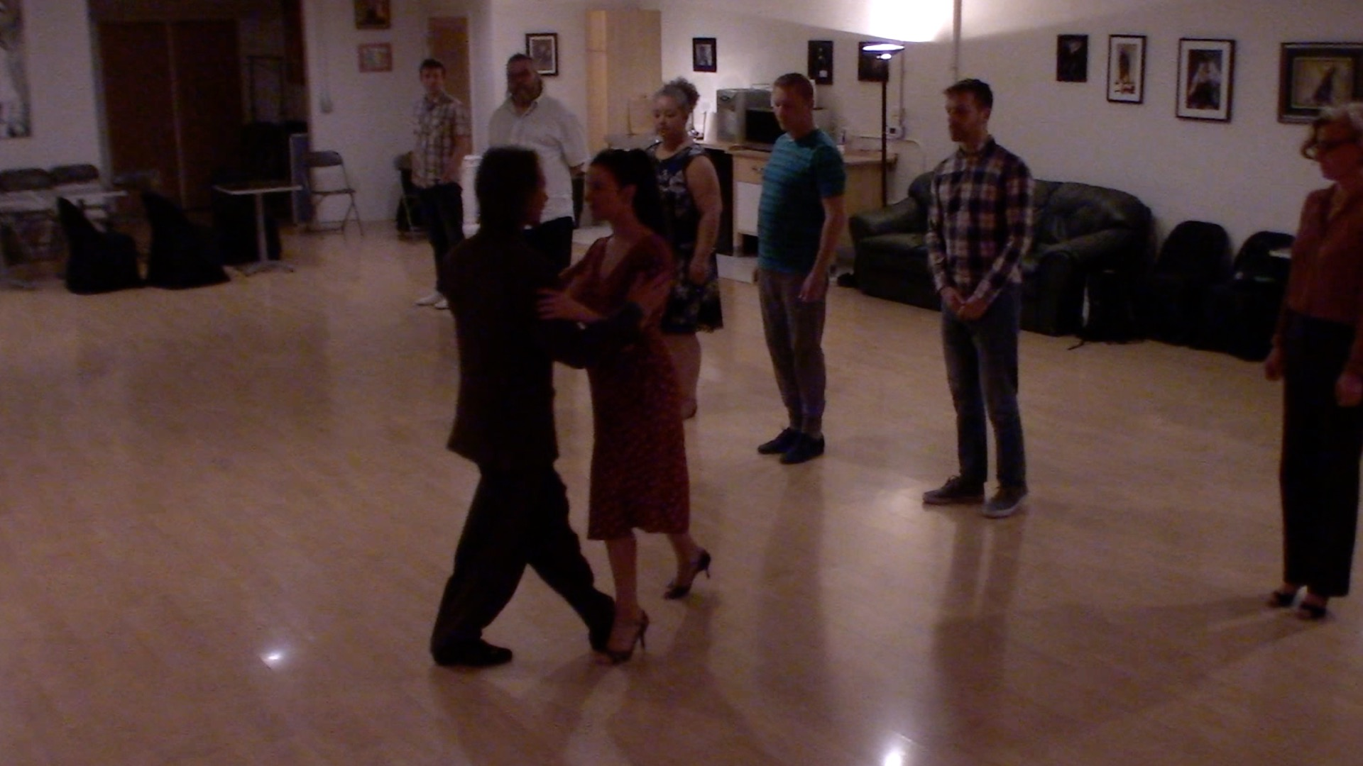 Argentine Tango beginner class with Miranda: walking in front and out side with learning hold