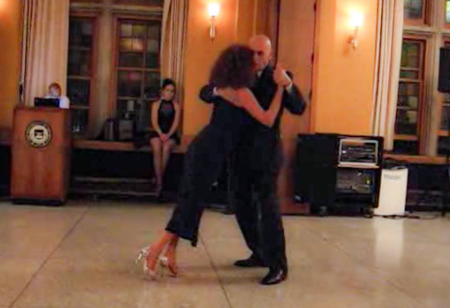 Argentine Tango dancing by Néstor La Vitola & Enriqueta Kleinman