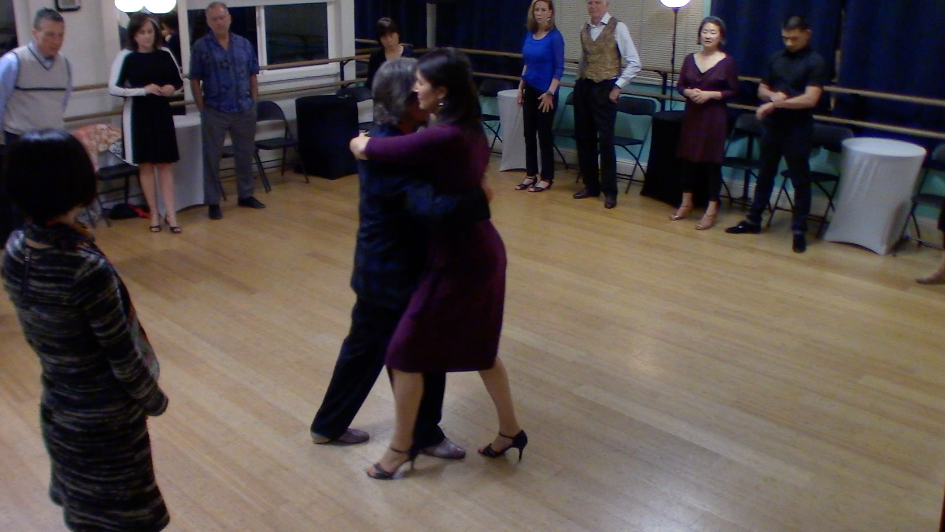 Argentine Tango intermediate class with Mimi: Crossed system walk