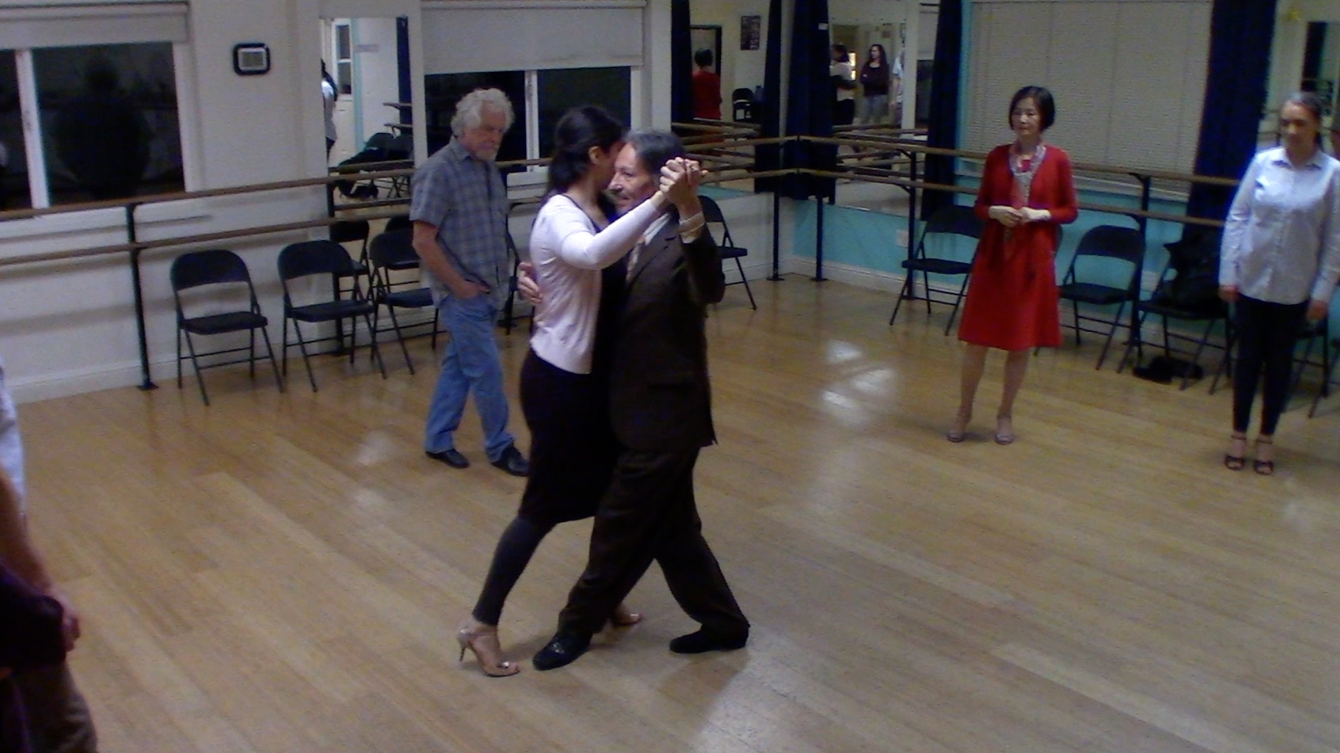 Argentine Tango intermediate class with Mimi: backward ocho variation 2