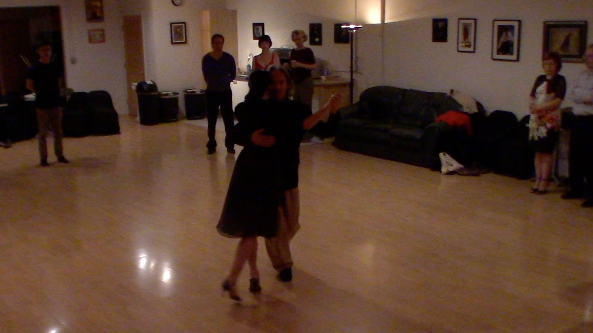 Argentine Tango intermediate class with Miranda: useful elements to dance at milongas on left and right