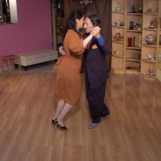 Argentine Tango dance classes with Marcelo & Mimi.