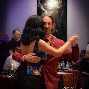 Bailado tango con Paulita en milonga Salon Canning, Buenos Aires.