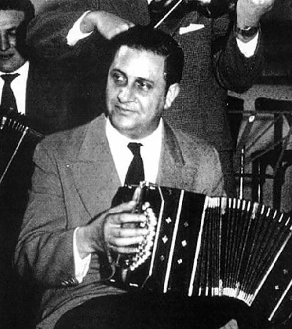 Domingo Federico playing bandoneon.