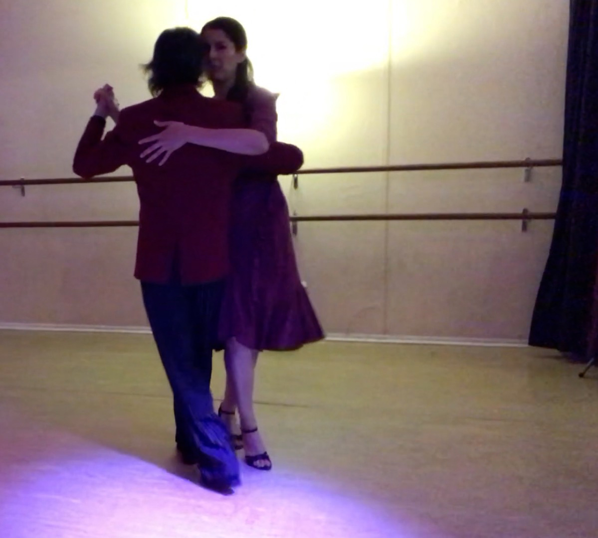 Milongueando with Mimi. Escuela de Tango de Buenos Aires. Classes. Dance.