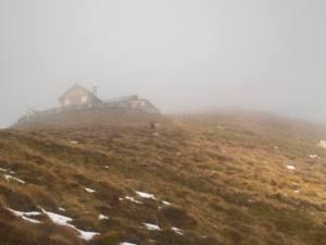 In vista al Bunner Hutte (2307m) con la nebbia