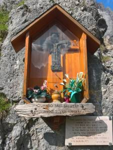 """Che giova all' uomo conquistare anche le più alte cime gli 8000 m dell' Himalaya e le """"Alte Vie"""" delle Dolomiti se poi perde la fede per salire l """"Alta Via Crucis"""" che porta al """"Signore delle Cime"""" e al""""Rifugio"""" della Vita eterna? (CFR MC8,36-37)"""