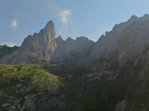 Rifugio Calvi sotto il Monte Chiadenis