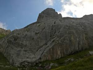 Passiamo sotto il Gruppo del Chiadenis (2490 m)