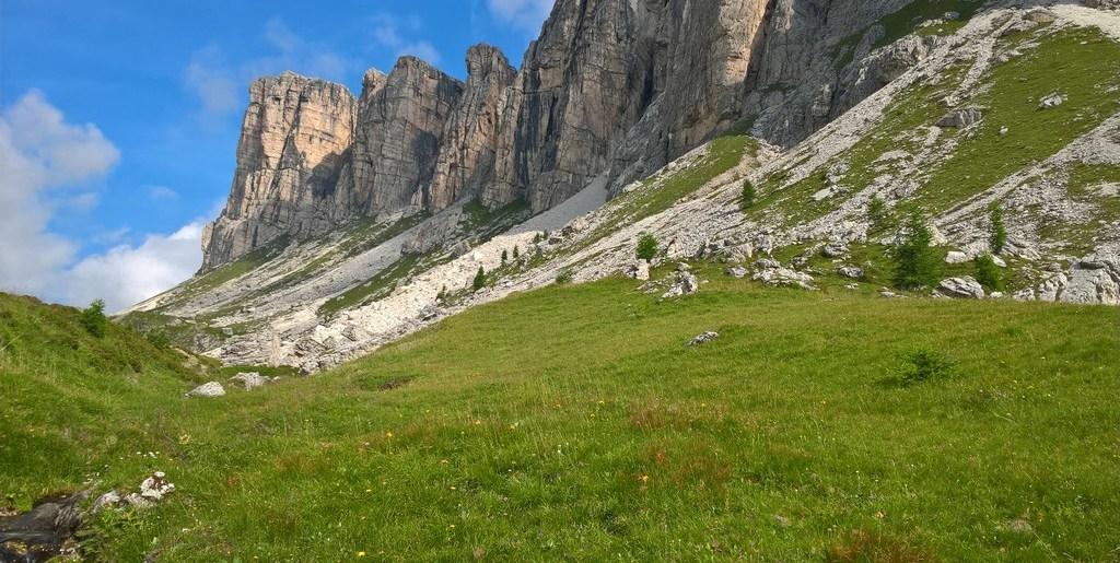 Lastoni di Formin e Cima (2657 m)