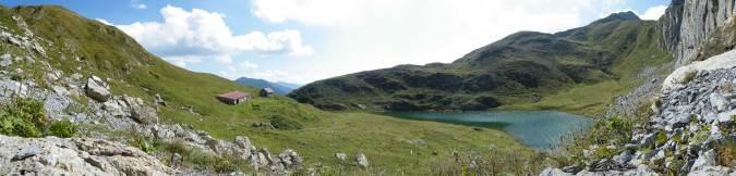 Panoramica Laghetto Avostanis e Casera Pramosio Alta