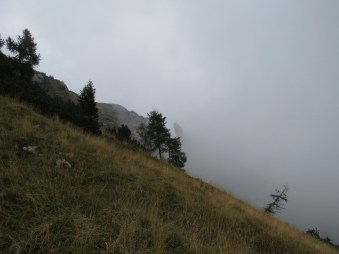 nubi fitte in discesa dalla forcella