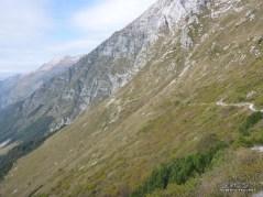 Sentiero sul crinale che porta al Bivacco Costantini.