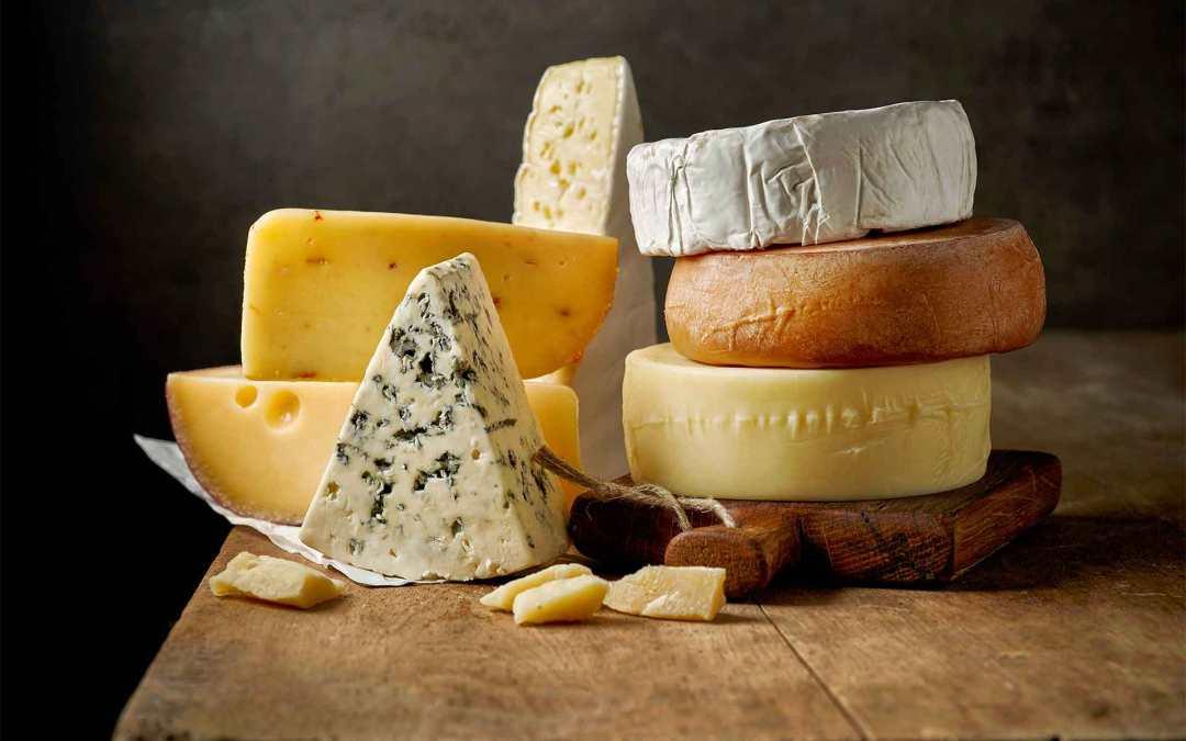 Mangiare con gli occhi: la vista nella degustazione dei formaggi