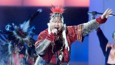 Photo of 🇸🇪 Slideback Sunday: When Roger Pontare celebrated indigenous culture in the land of pop
