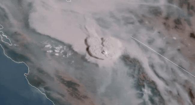 Incêndios na Califórnia geram uma 'nuvem de fogo' visível do espaço.