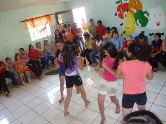Apresentação de dança na Escola José Bonifácio.