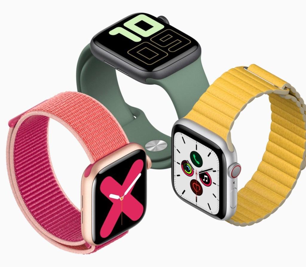 Tres ©Apple Watch Series 5, 1 con correa amarilla, otró roja y otró verde.
