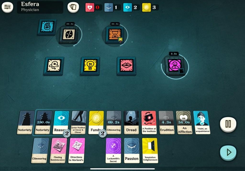 Pantalla de juego de Cultist Simulator, con un tapete con varias cartas de juego.