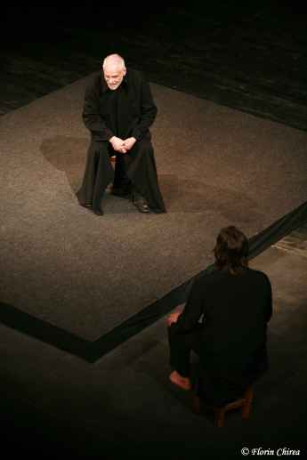 _2_The_grand_inquisitor_Bouffes_du_Nord_Theatre__France__2008