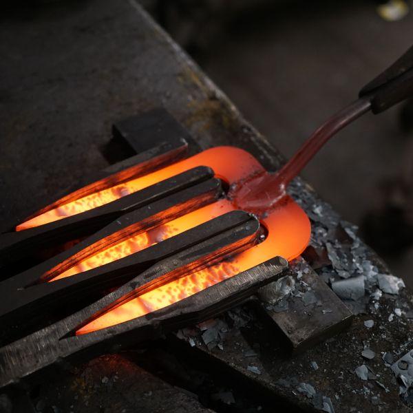 fourche de jardin à main fabriqué en hollande en frêne et fer forgé - outils de jardin pour citadin