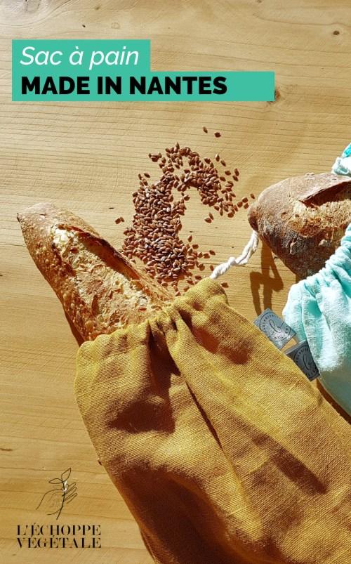 baguette rangées dans des sacs à pain réutilisable en tissu