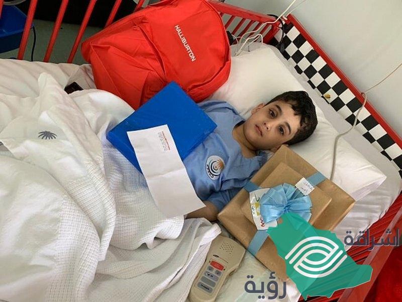طفل سعودي يتبرع مرتين لأختيه بنخاع العظم رغم إعاقته الجسمية
