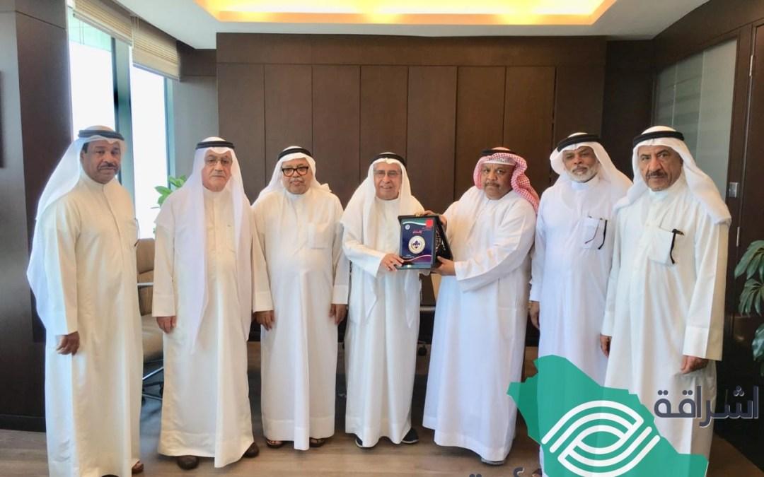 البغلي يتسلم شهادة الرئاسة الفخرية للجنة التنظيمية لرواد ومرشدات الكشافة الخليجية
