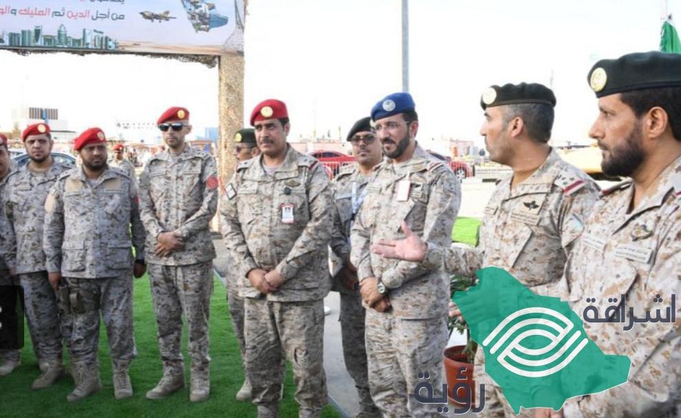 اللواء محمد الثبيتي افتتح معرض القوات المسلحة في سوق عكاظ13