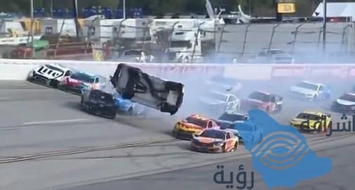 شاهد.. اصطدام مروّع لسيارة على مضمار سباق بأمريكا.. والسائق يواصل القيادة