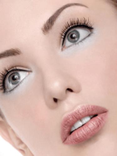 Trik Mengabungkan Eyeliner Warna-Warni
