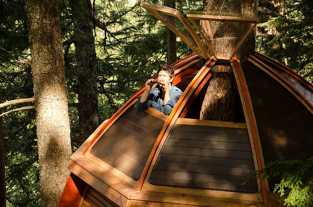 Secret-HemLoft-Treehouse-in-Canadian-Woods-6
