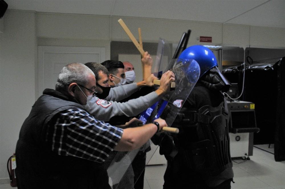 Sağlık çalışanları için güvenlik görevlilerine 'yakın dövüş' eğitimi