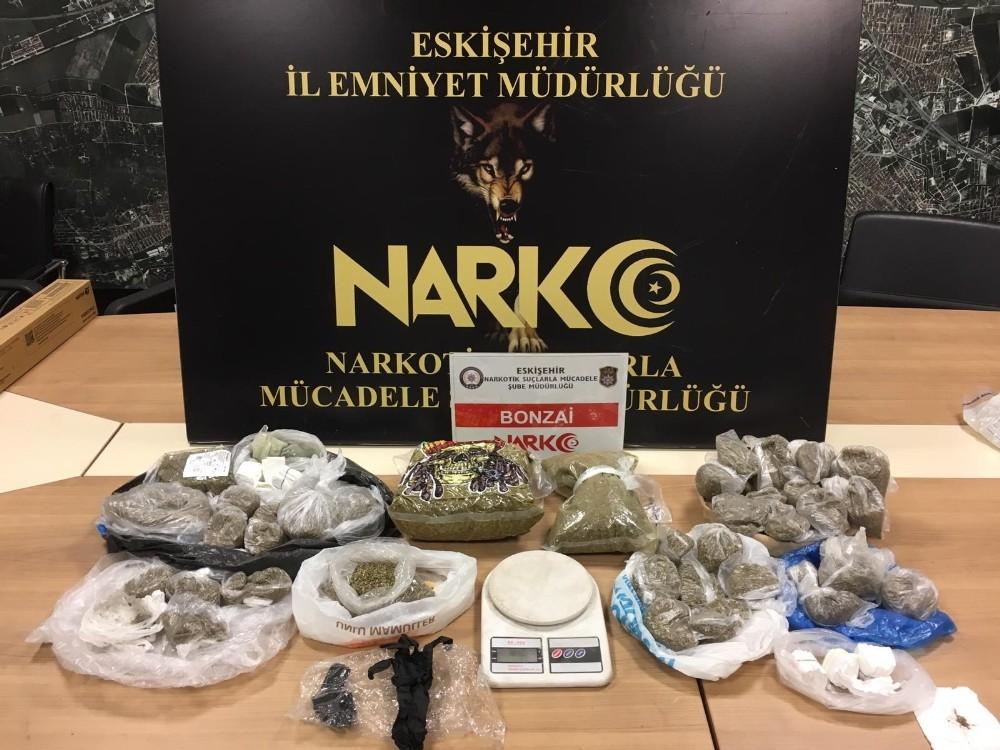 Uyuşturucu operasyonunda 2 kilogramın üzerinde bonzai ele geçirildi