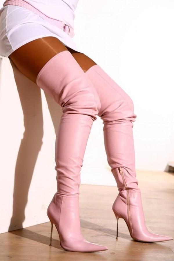 Las 11 mejores prendas para combinar tus botas rosas