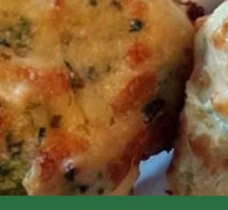 Es's Cheddar and Spinach Biscuits
