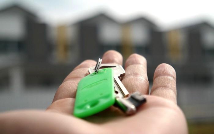 Entregan títulos de propiedad a 35 familias