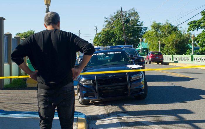 Policía halla cuerpo baleado dentro una camioneta en Mayagüez