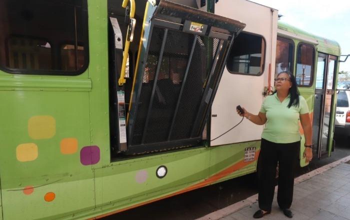 Francisca Torres: una de 4 choferas de SITRAS