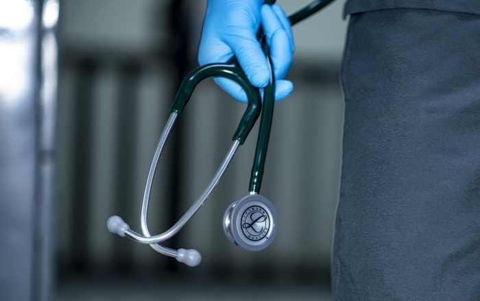 Coronavirus le quita la vida a otro médico