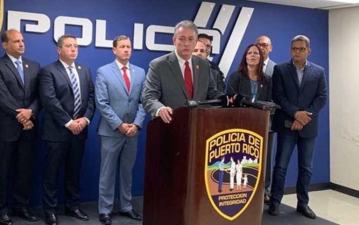 Dos hombres acusados de vender armas y enviarlas por correo