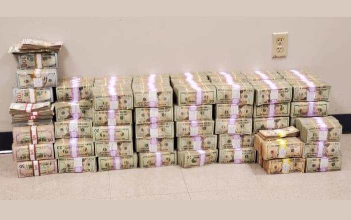 Recogen del mar bolsas con $2 millones en monedas