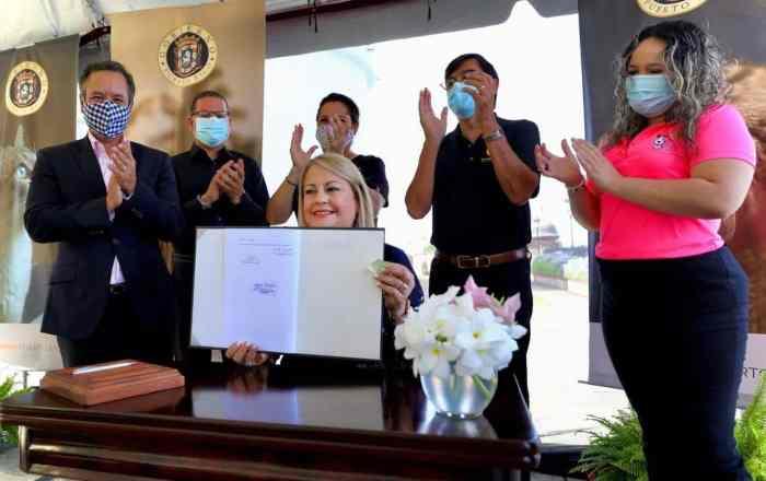 Gobernadora firma ley que otorga licencias provisionales