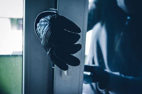 Investigan dos robos en Guayama