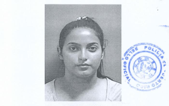 Acusan mujer de 25 años de maltratar a su pareja